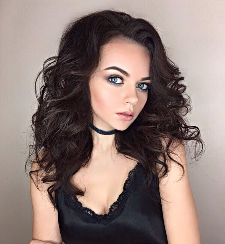 Fantastic Curls For Medium Hair Tips For How To Curl Medium Hair Ladylife Hairstyles For Men Maxibearus