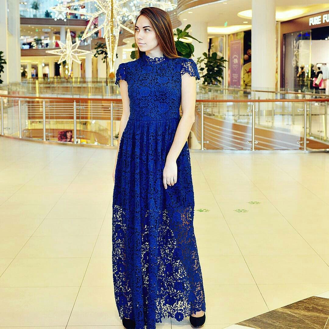 Fashion week Blue royal dress what shoes to wear for lady