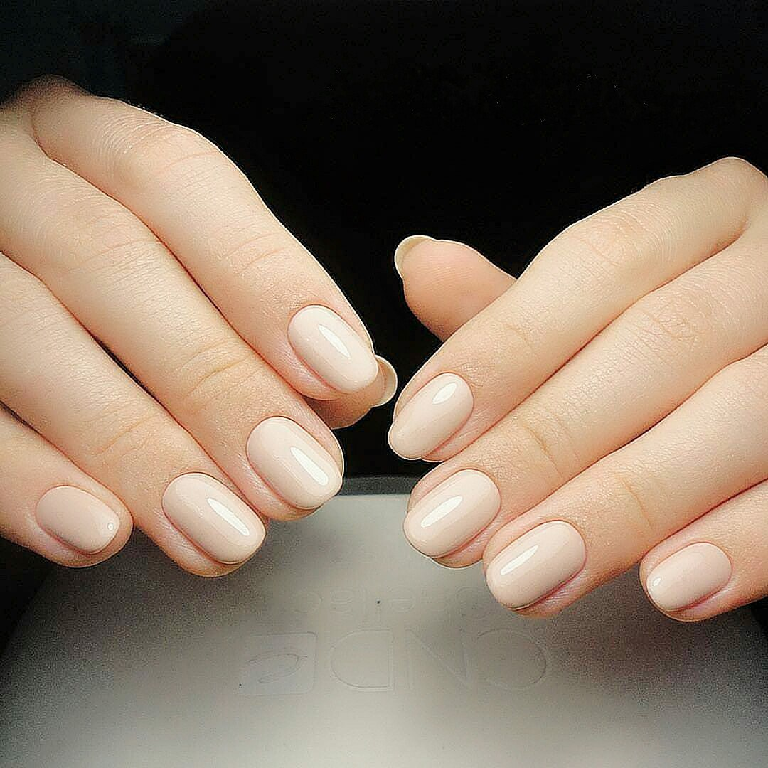 It Makes The Wide Nail Plate Visually Narrower And Lengthen Short Fingers Rounded Nails Shape Is Often Chosen By Those S Who Don T Like Their
