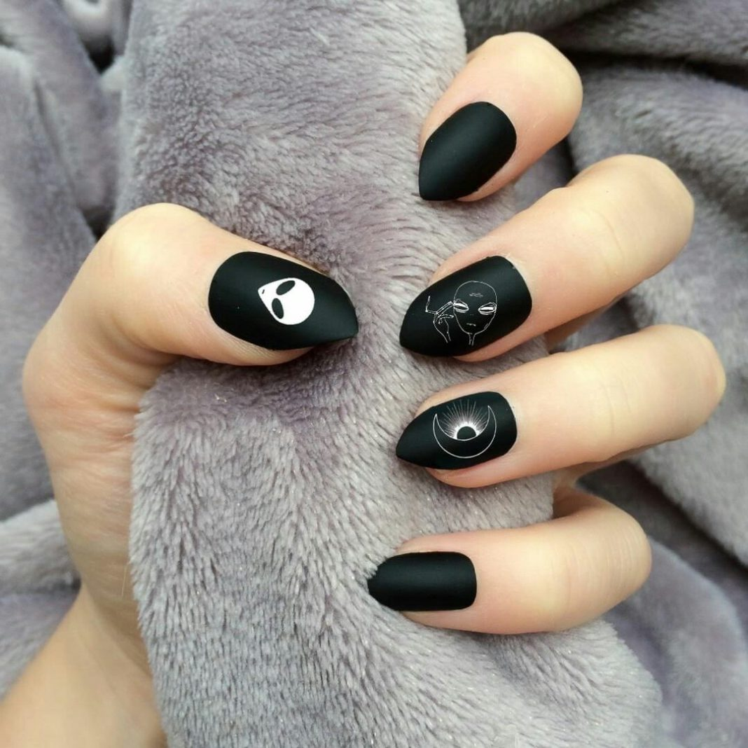 black almond nail designs