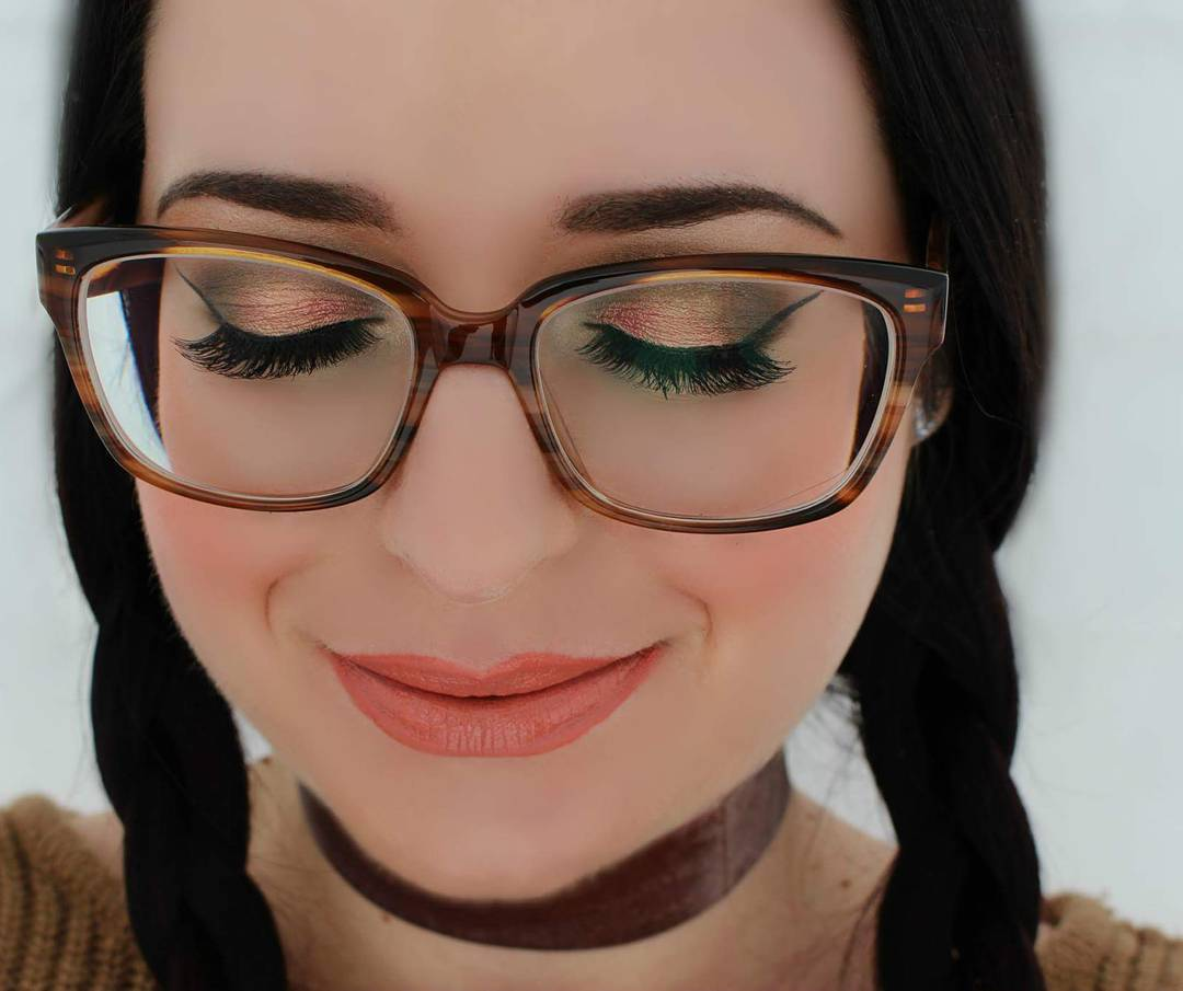 Makeup With Glasses: Tips and Ideas