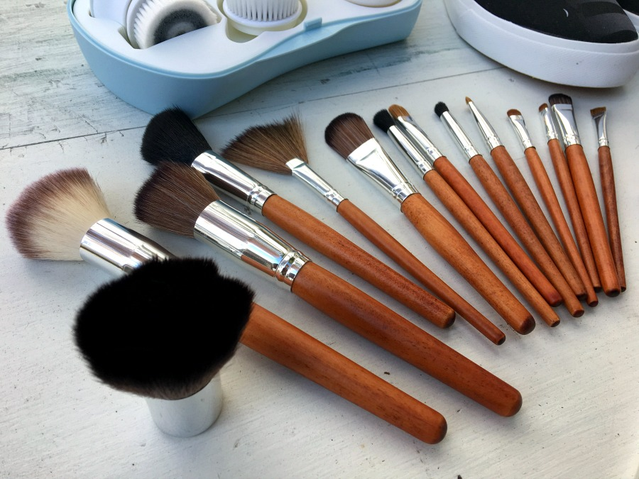 How to Clean Makeup Brushes: Best Way to Wash at Home | LadyLife