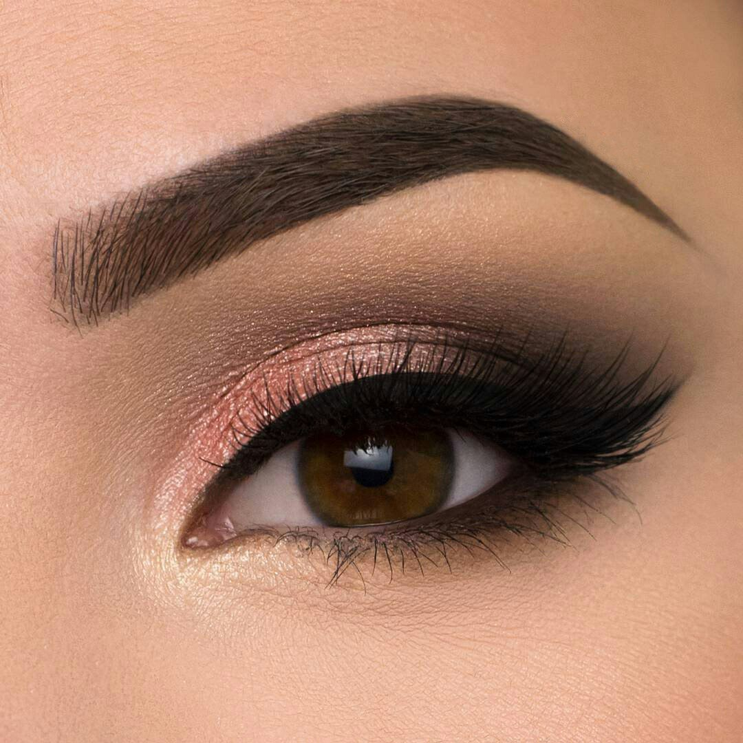 How to make your eyes look bigger with makeup ladylife tip if you like arrow makeup draw arrows in retro style on the upper eyelids this makeup elements can also make the eyes bigger ccuart Images