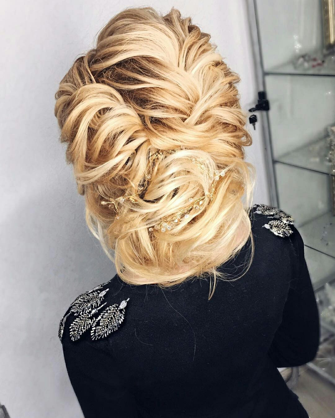Greek hairstyles grecian hairstyle ideas for women ladylife the band for the greek hairstyle is a universal thing it looks like a bandage but it literally sticks to the head it is also can be decorated with solutioingenieria Gallery