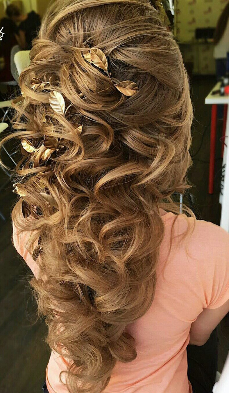Greek hairstyles grecian hairstyle ideas for women ladylife women that have chosen a clignon should remember that fake waves should be looser than your own hair so if youve curled your hair with wavers solutioingenieria Gallery