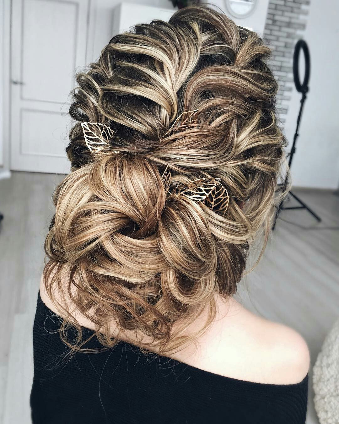 Greek hairstyles grecian hairstyle ideas for women ladylife theres also a second option you can use a headband instead of a bandage for the greek hairstyle as itll be more comfortable solutioingenieria Gallery