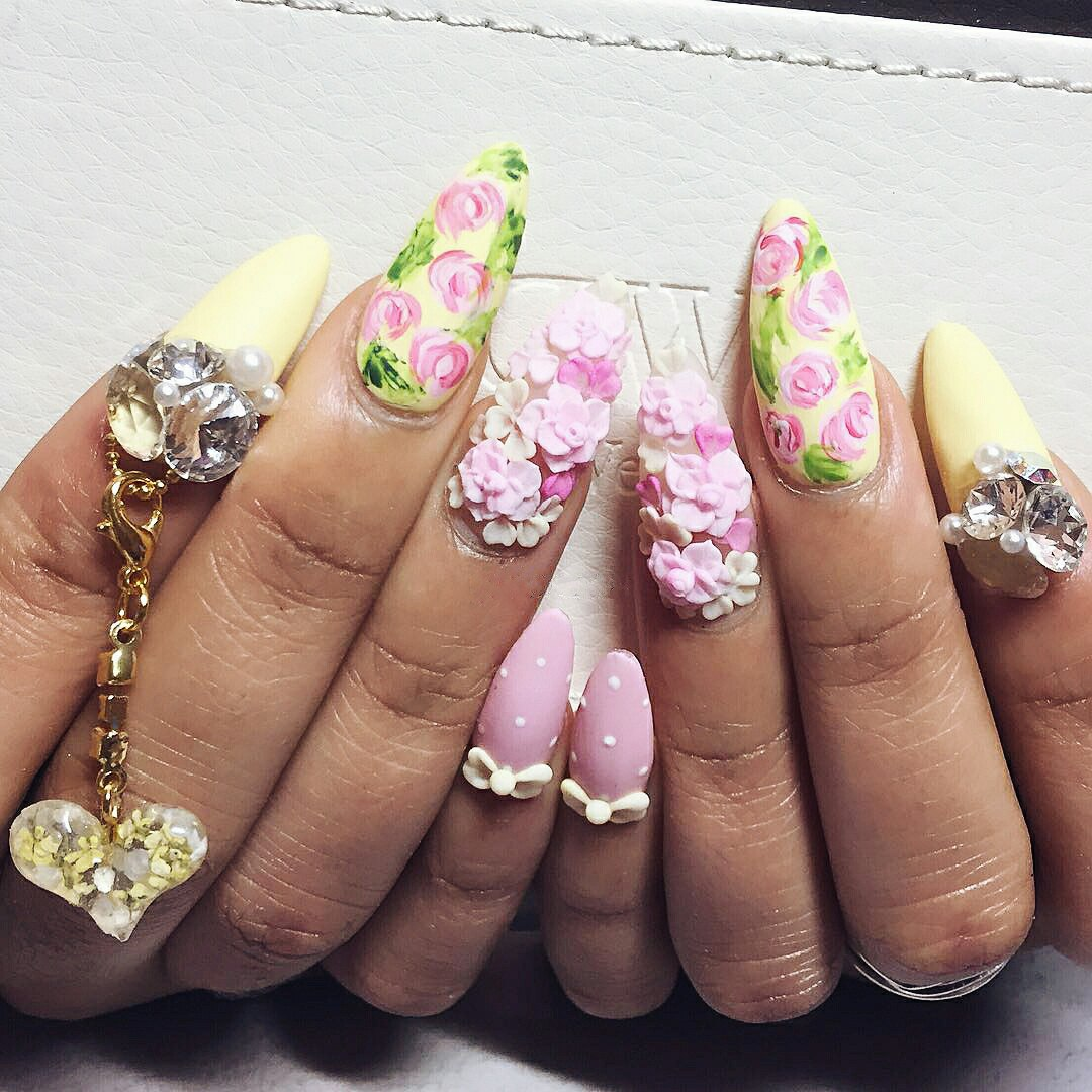 nails with 3d flowers