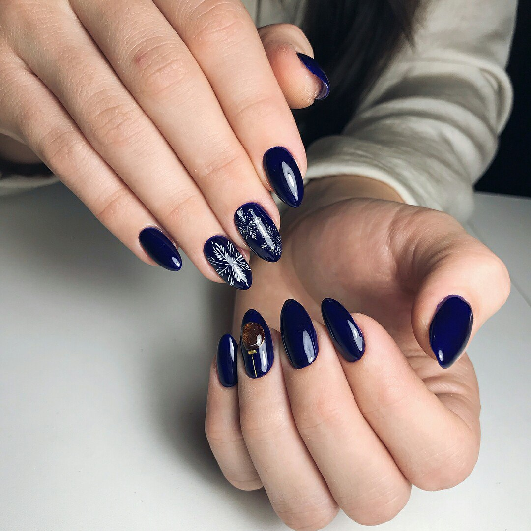Snowflake nail art and design easy step by step tutorial ladylife if your festive nail design implies the use of bright rich colors red blue green etc use a white base or white polish as a background prinsesfo Image collections