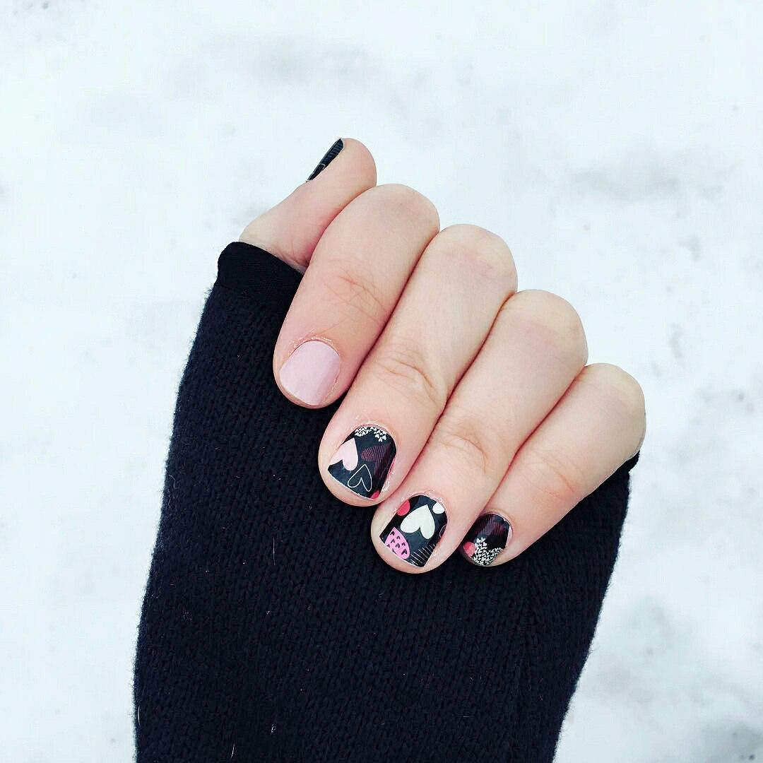 pink valentine nails