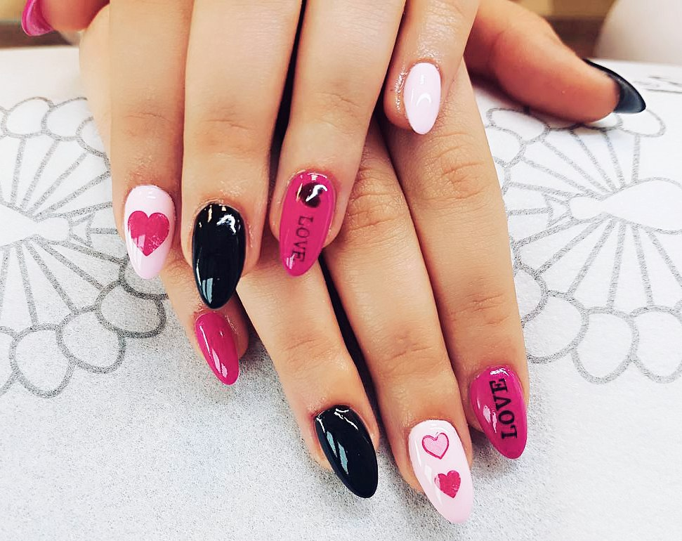 nail art valentines day design