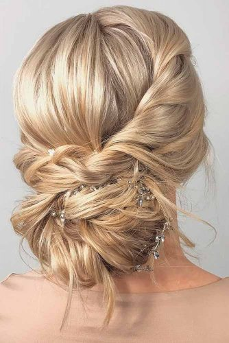 Amazing Updos for Elegant and Stylish Look picture picture 2