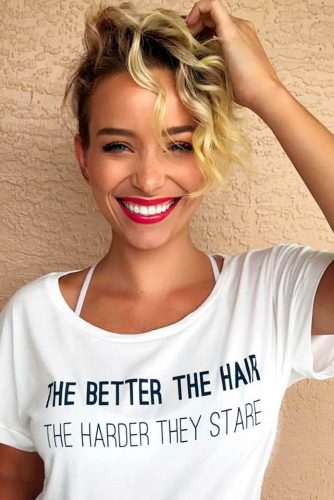 Short Curly Hairstyles 2019 10 Trendy Short Curly Haircuts Ladylife