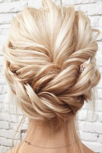 Nice Updos for Delicate Prom Look picture 4