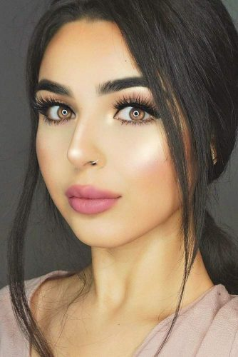 Lovely Makeup With Natural Liquid Lipstick