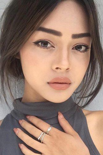 Makeup Idea with Black Liquid Eyeliner
