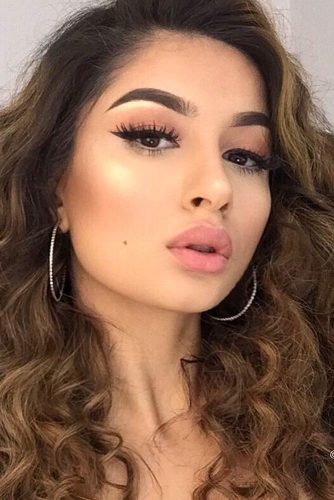 Summer Makeup with Full Lips Accent