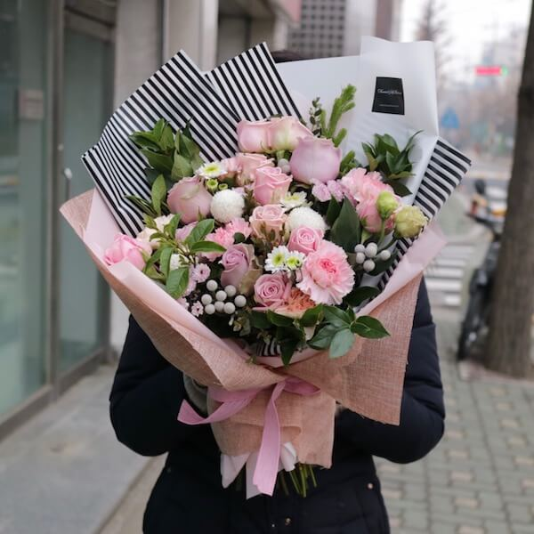 How to Save Money by Sending Flowers Online? | LadyLife